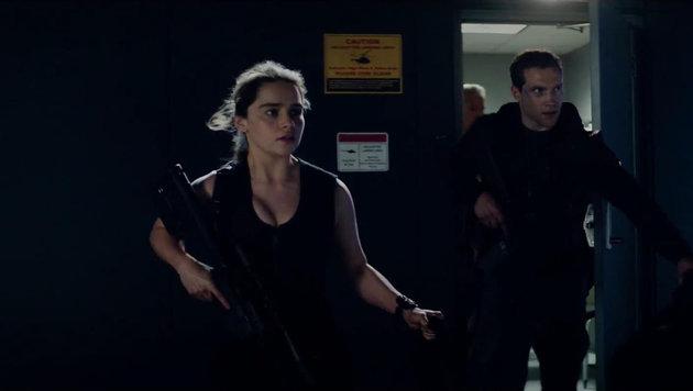 """Emilia Clarke als Sarah Connor und Jai Courtney als Kyle Reese in """"Terminator Genisys"""" (Bild: Viennareport)"""