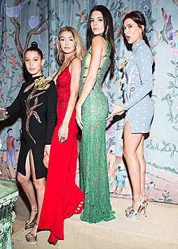 Bella Hadid, Gigi Hadid, Kendall Jenner und Hailey Baldwin (Bild: Viennareport)