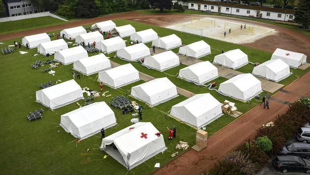 Im Linzer Zeltlager drohen nun Nationen-Konflikte (Bild: APA/Alexander Schwarzl)