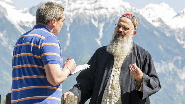 Imam Husamuddin Meyer hört als Seelsorger auch radikale Parolen. Aufgeben will er aber niemanden. (Bild: Christian Forcher)