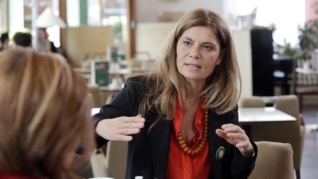 """Sarah Wiener im Interview mit """"Krone""""-Journalistin Conny Bischofberger (Bild: Klemens Groh)"""