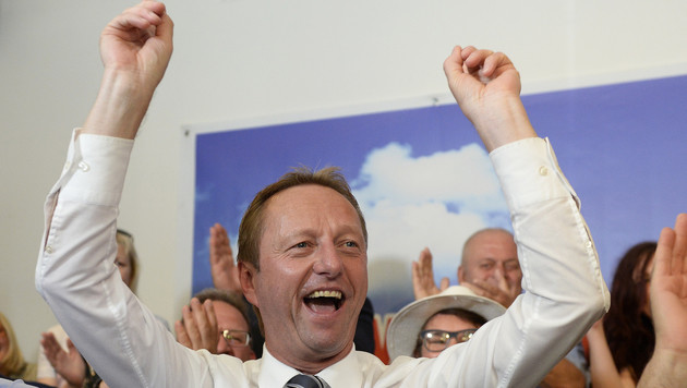 Der burgenländische FPÖ-Parteiobmann kann sich über eine Mandatsverdoppelung seiner Partei freuen. (Bild: APA/ROBERT JAEGER)