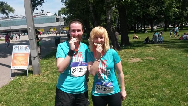 sportkrone.at-Redakteurin Stefanie Riegler und Laufkollegin Nicole Schiller (Bild: Stefanie Riegler)
