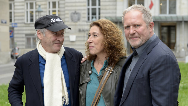 Regisseur Robert Dornhelm (l.) und die Schauspieler Harald Krassnitzer und Adele Neuhauser (Bild: APA/HERBERT NEUBAUER)
