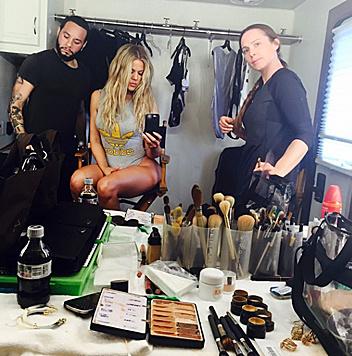 Und auch Khloe Kardashian ist bei diesem Trend freilich dabei. (Bild: Viennareport)