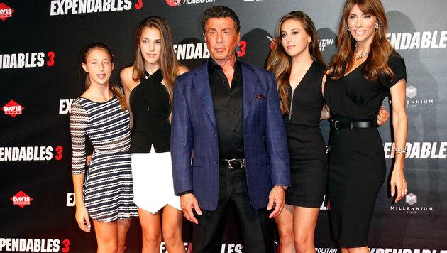 Sylvester Stallone mit seinen Töchtern Scarlet, Sistine und Sophie und Ehefrau Jennifer Flaven. (Bild: Viennareport)