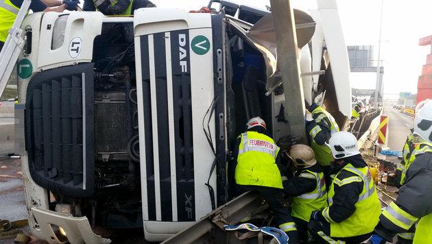 Wien: Verkehrsinfarkt nach schwerem Unfall auf A23 (Bild: APA/MA68 LICHTBILDSTELLE)