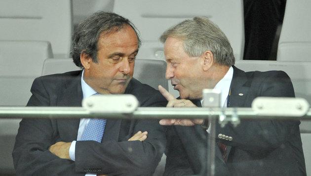 Michel Platini und Leo Windtner (Bild: APA/HERBERT NEUBAUER)
