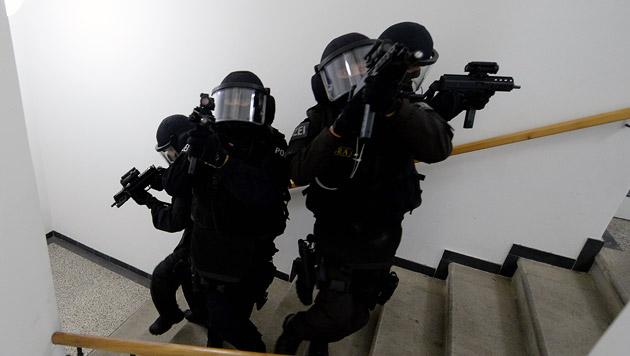 37-Jähriger feuert aus Fenster - Cobra-Einsatz (Bild: APA/ROLAND SCHLAGER (Symbolbild))