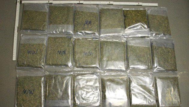 Ein Teil der sichergestellten Drogen (Bild: APA/LPD BURGENLAND)