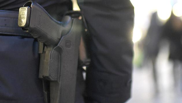 OÖ: Amokfahrer rast auf Polizisten zu - gestoppt (Bild: APA/HELMUT FOHRINGER (Symbolbild))