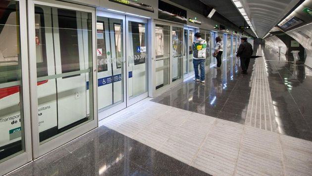 So wie hier in Barcelona sollen auch in den U5-Stationen Doppeltüren zum Einsatz kommen. (Bild: Transports Metropolitans de Barcelona (TMB))