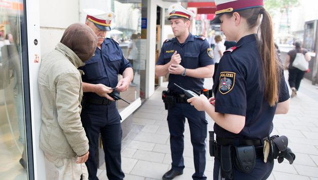 Wien: Über 300 Anzeigen wegen verbotener Bettelei (Bild: APA/GEORG HOCHMUTH)