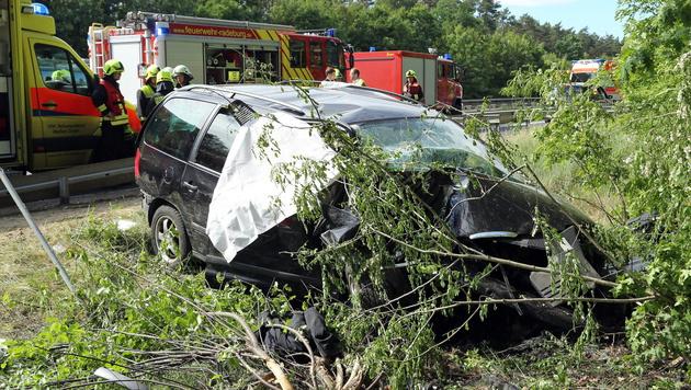 Dritter Österreicher nach Unfall bei Dresden tot (Bild: APA/EPA/ROLAND HALKASCH)