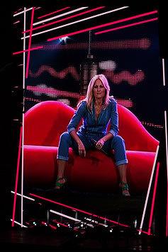 Helene Fischer als Vamp im Jeans-Overall. (Bild: Franziska Trost)