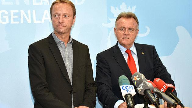 Bilden im Burgenland eine Koalition: Landeschef Niessl (SP) und sein Stellvertreter Tschürtz (FP) (Bild: APA/CHRISTIAN GMASZ)