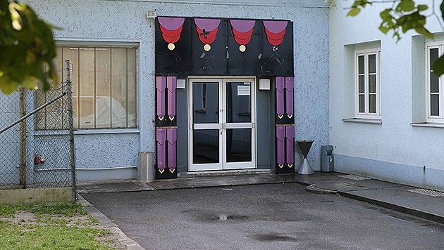 In diesem Gebäude fand die Party statt, bei der es zu der blutigen Auseinandersetzung kam. (Bild: APA/FOTOKERSCHI.AT)
