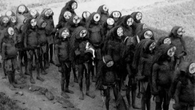 Was hat diese Gruppe Maskierter vor?