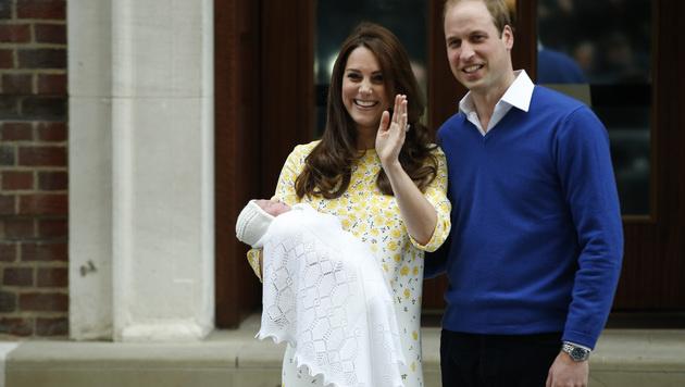 Herzogin Kate und Prinz William nach der Geburt von Prinzessin Charlotte (Bild: AP)