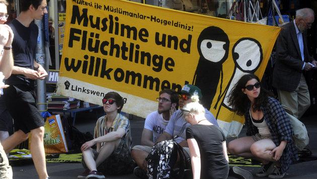 Mehrere Zwischenfälle bei Identitären-Demo in Wien (Bild: APA/HERBERT PFARRHOFER)