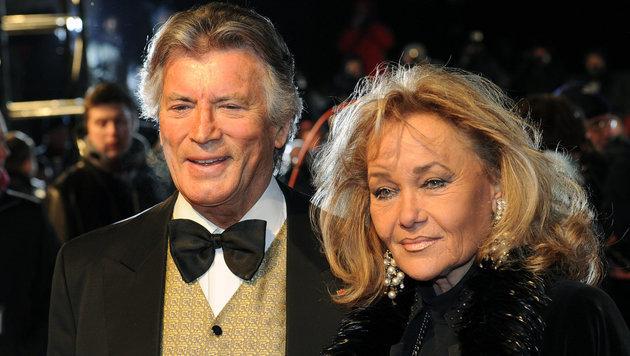 Pierre Brice und seine Frau Hella (Bild: dpa/Jens Kalaene)
