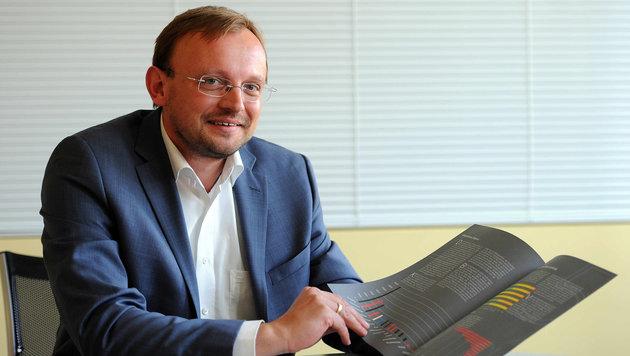 """Walter Schwaiger von """"MediaAffairs"""" analysiert für die """"OÖ-Krone"""" die Medien in Oberösterreich (Bild: Markus Wenzel)"""