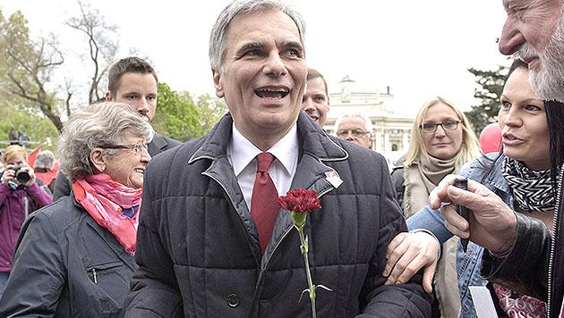 Faymann sieht sich in SPÖ fest im Sattel (Bild: APA/HANS PUNZ)