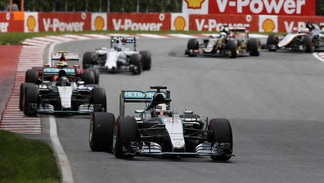 Hamilton triumphiert eindrucksvoll vor Rosberg! (Bild: APA/EPA/VALDRIN XHEMAJ)