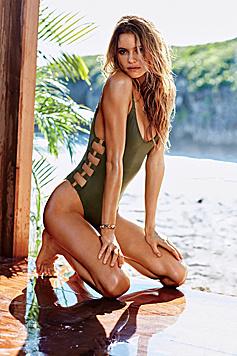 Verspielte Details sorgen für Sex-Appeal bei den Bademoden-Modellen. (Bild: Victoria's Secret)