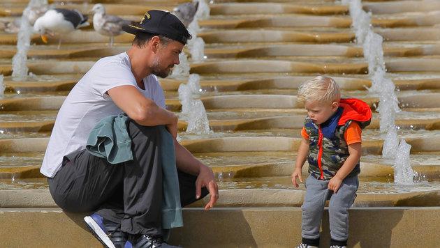 Josh Duhamel beim Spielenachmittag mit Sohn Axl Jack Duhamel (Bild: Viennareport)
