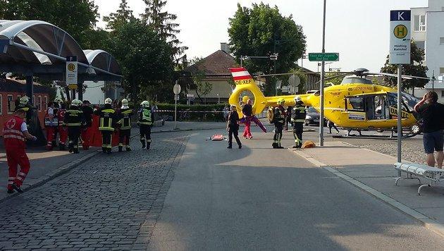 Der Bahnhof wurde nach dem Unfall von Einsatzkräften vorübergehend geräumt. (Bild: Herbert Wimmer/Pressestelle BFK Mödling)