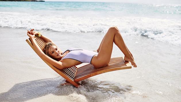 Candice Swanepoel beweist: Auch ein Badeanzug kann supersexy sein. (Bild: Victoria's Secret)