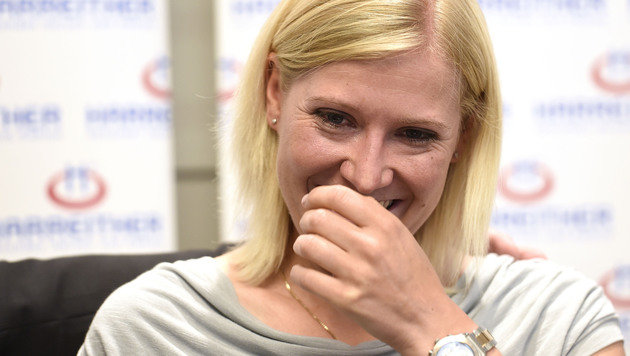 Andrea Fischbacher: Ihr tränenreicher Abschied (Bild: APA/HELMUT FOHRINGER)
