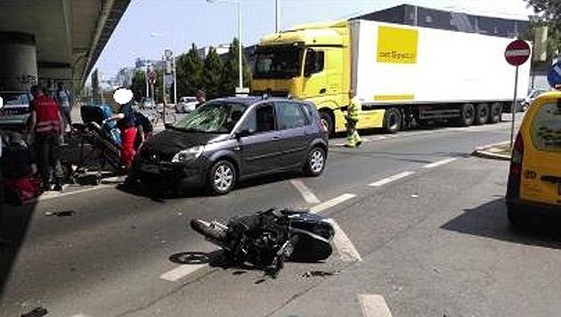 Beim Unfall bei der Auffahrt zur Nordbrücke wurde ein 32-Jähriger lebensgefährlich verletzt. (Bild: Polizei)
