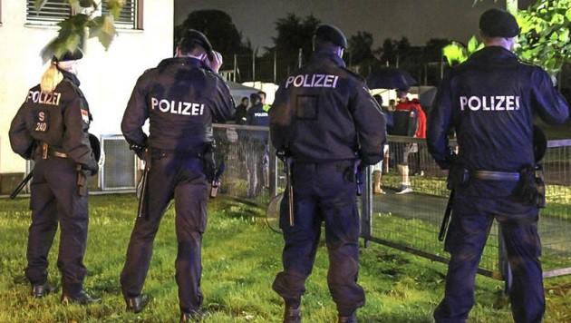 Ein Großaufgebot der Polizei sorgte für die Sicherheit im Zeltlager. (Bild: Markus Tschepp)