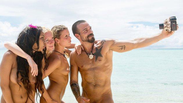 Bahati, Beatrix, Jeannina und Gaetano befinden sich auf einer einsamen Südseeinsel. (Bild: © RTL)