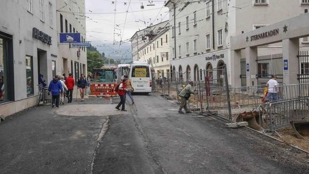 Die Großbaustelle in der Salzburger Griesgasse kostet den Geschäftsleuten den letzten Nerv. (Bild: Markus Tschepp)