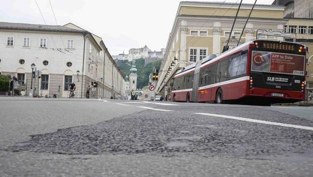 Karajan-Platz und Bürgerspitalplatz sind ab Donnerstag wieder normal zu befahren. (Bild: Markus Tschepp)