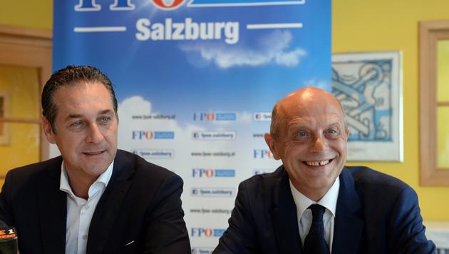 FPÖ-Chef Heinz-Christian Strache mit dem neuen Salzburger Landesparteiobmann Andreas Schöppl (Bild: APA/BARBARA GINDL)
