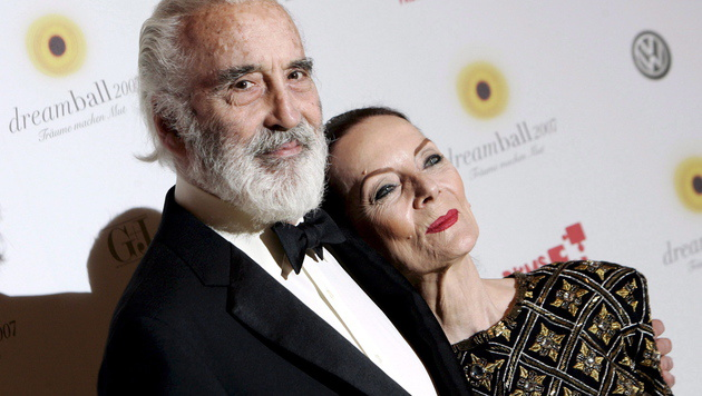 Christopher Lee mit Ehefrau Birgit Kroencke (Bild: APA/EPA/ARNO BURGI)