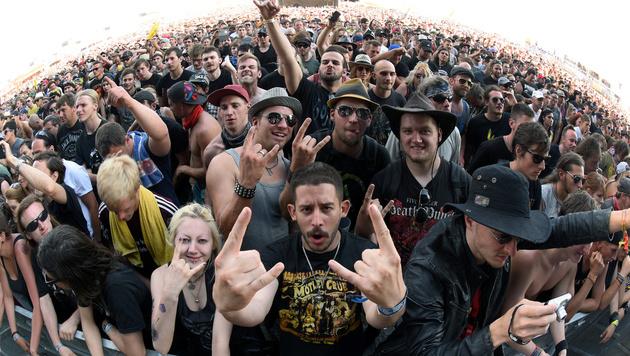Die Fans waren trotz brütender Hitze in Feierlaune. (Bild: APA/HERBERT P. OCZERET)