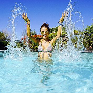 Alessandra Ambrosio ist privat eine echte Wassernixe. (Bild: Viennareport)