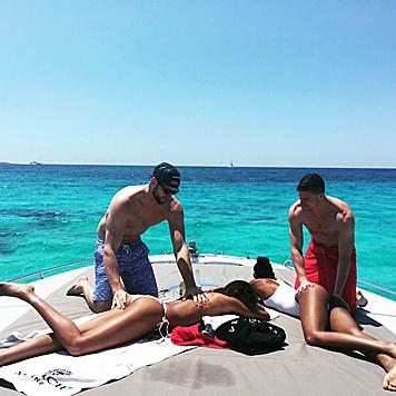 Toni Garrn genießt im Urlaub die Vorteile des Singledaseins... (Bild: Viennareport)