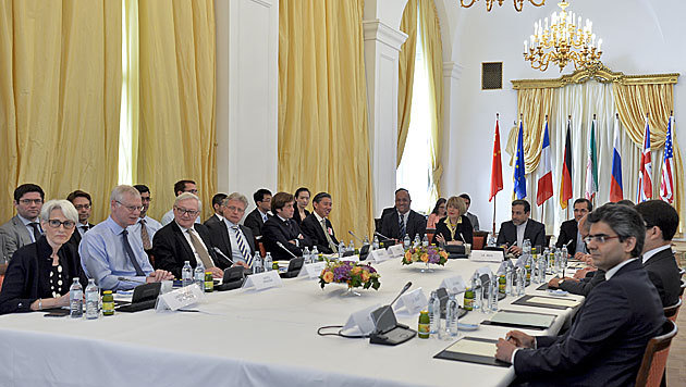 Delegierte bei den Atomgespräche im Palais Coburg in Wien (Bild: APA/Herbert Neubauer)