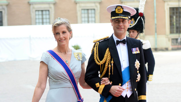 Prinz Edward mit seiner Frau Sophie (Bild: AP)
