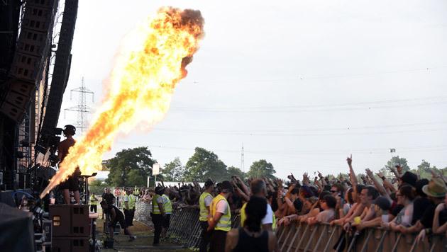 Eine Feuerfontäne während des Konzertes von In Extremo (Bild: APA/HERBERT P. OCZERET)