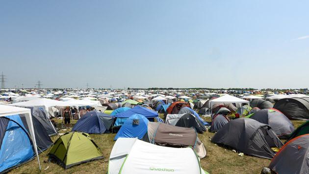 Zelte, wohin das Auge blickt: der Campingplatz beim Nova Rock (Bild: APA/HERBERT P. OCZERET)