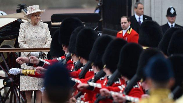 """Queen Elizabeth II. feiert mit der """"Trooping the Colour""""-Parade ihren Geburtstag nach. (Bild: AFP)"""