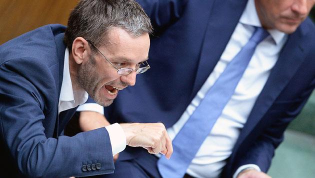 Kickl droht FPÖ Salzburg mit weiteren Ausschlüssen (Bild: APA/ROBERT JAEGER)