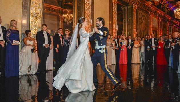 Der erste Tanz von Carl Philip und Sofia als Ehepaar (Bild: APA/EPA/ANDERS WIKLUND/TT)